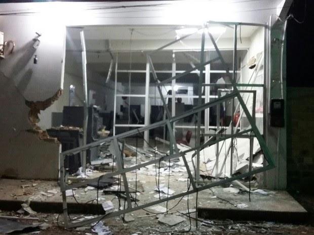 Criminosos explodem caixa eletrônico em Presidente Sarney