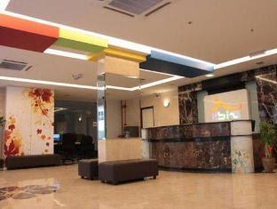http://cdn4.agoda.net/hotelimages/248/248419/248419_1210211533007846510_STD.jpg