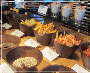 マンダリンオリエンタル東京の朝御飯。器がいちいち素敵でした。