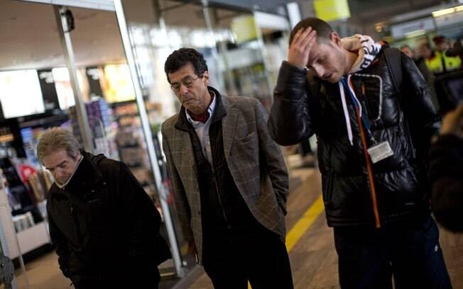 Familiares devítimas do voo 4U9525 chegam ao aeroporto de Barcelona (24.03.15) . Foto: AP