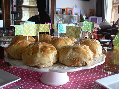 hot cross buns sur plat.jpg