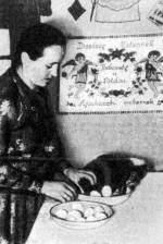 Sonka, tojás előkészítése a szenteléshez (Domaháza, Borsod-Abaúj-Zemplén m.)