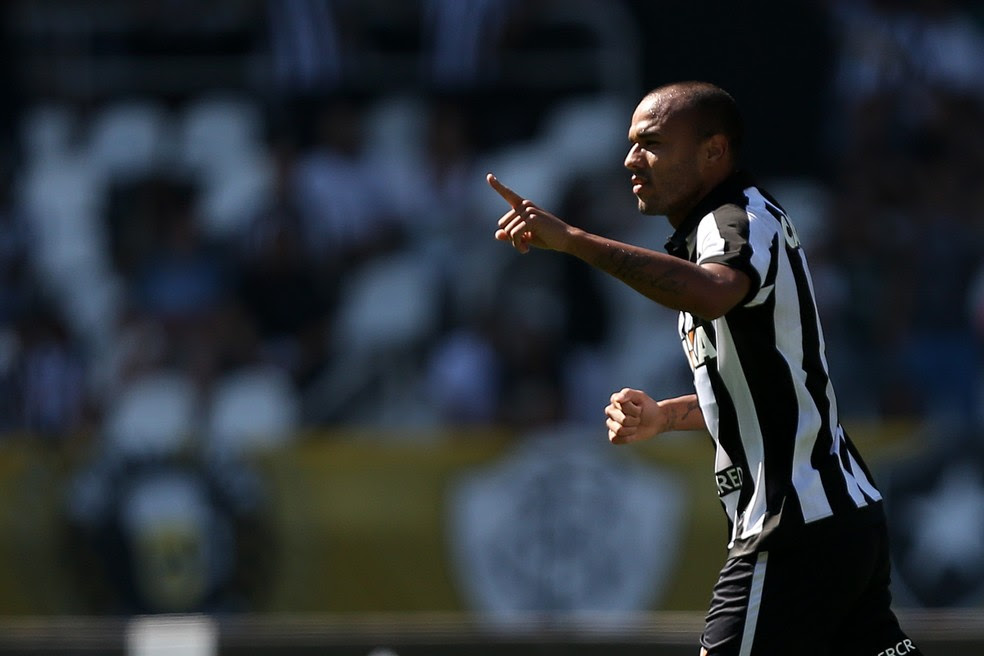 Roger marcou o primeiro gol no Brasileirão (Foto: Vitor Silva/SSPress/Botafogo)