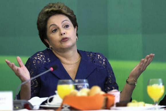 O presidente do Brasil, Dilma Rousseff, fala durante café da manhã com a mídia no Palácio do Planalto, em Brasília, 22 de dezembro de 2014. REUTERS / Joedson Alves