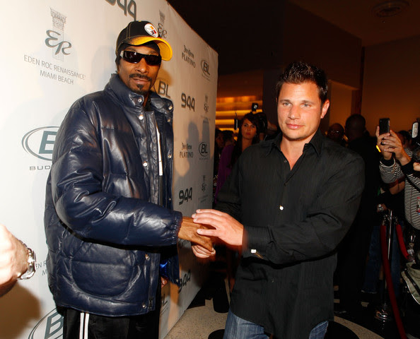 Rapper Snoop Dogg (L) and singer/TV personality Nick Lachey attend the Super Skins Kick Off Party at Hotel 944 featuring Snoop Dogg at The Eden Roc Renaissance Miami Beach on February 4, 2010 in Miami Beach, Florida.