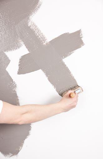 Jo mer kreativt og usystematisk du påfører malingen, jo bedre blir resultatet.
