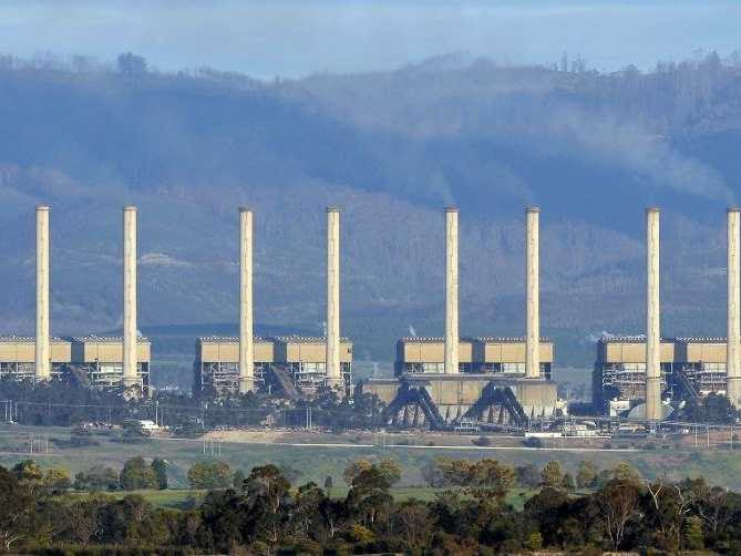 Australia set to pay polluters to cut emissions