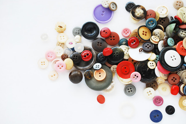 25 Crafts of Christmas // Buttons