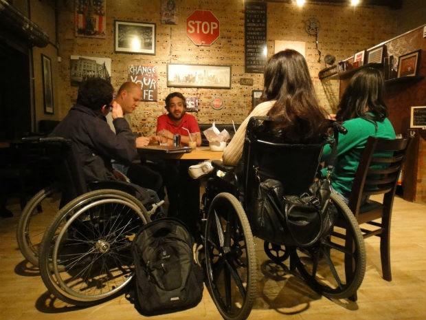 Eles se encontram no Café New York, em Curitiba (Foto: Bibiana Dionísio/ G1 PR)