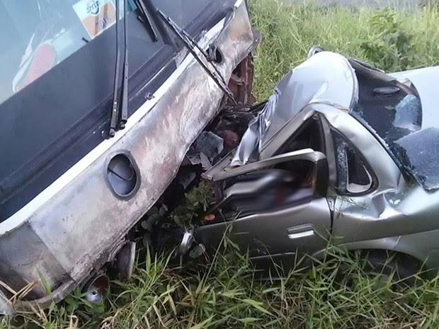 Vítimas do carreio de passeio morreram na hora (Foto: Subtenente Radson / Informações Policias de Pojuca - PM)