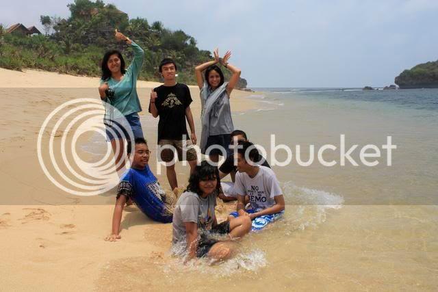 s Pantai Sardanan letaknya di Wonosari Jogjakarta Singapore attractions : Pantai Sadranan on Fire !!