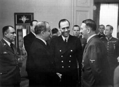 http://img1.wikia.nocookie.net/__cb20080225172854/turtledove/images/7/7e/Hitler-Molotov.jpg