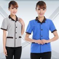 Áo buồng phòng với màu sắc nhã nhặn phù hợp với các tông màu kết hợp với thiết kế tinh tế tạo nên một chiếc áo b,uồng phòng tiệ