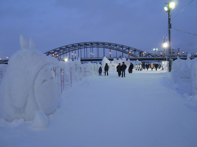 Snow sculptures and トトロ