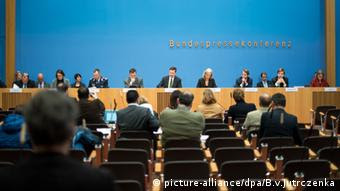Bundespressekonferenz Bundesregierung Steffen Seibert (picture-alliance/dpa/B.v.Jutrczenka)