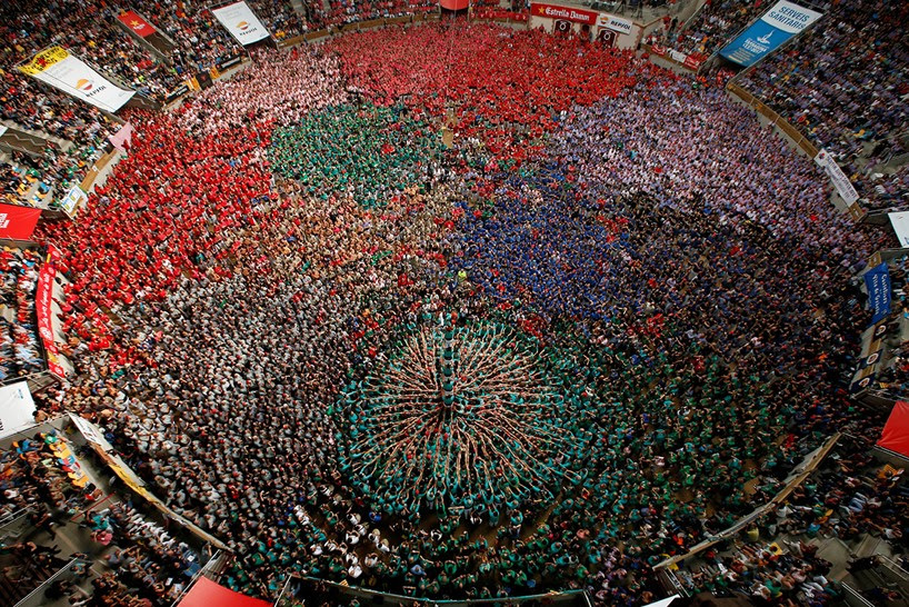 castells-human-towers-catalonia-spain-designboom-15