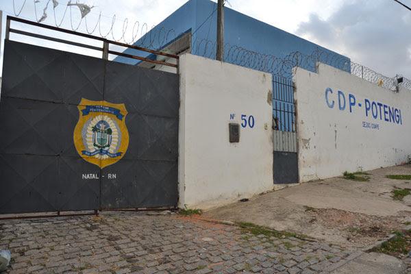 Presidiários balearam agente penitenciário e PM durante fuga no CDP Potengi
