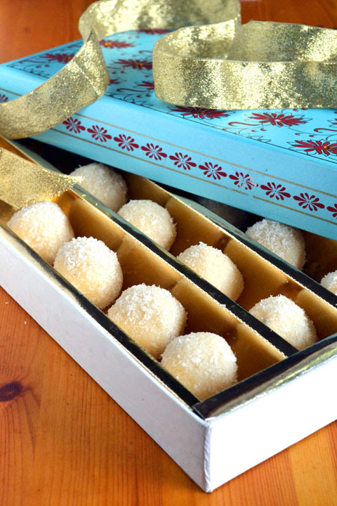 coconut-ladoo-diwali-sweet-recipe