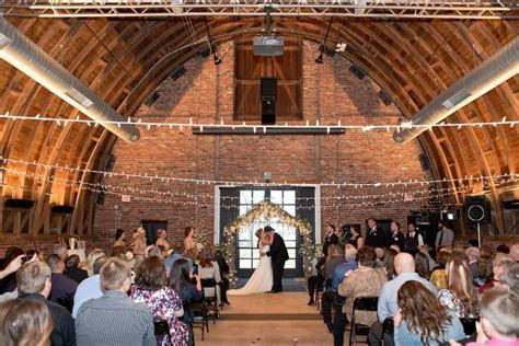 A Glamorous Vintage Wedding at Thompson Barn in Lenexa, Kansas
