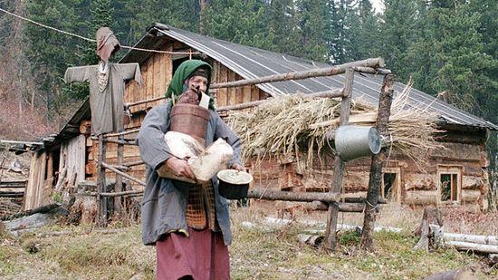 Agafya Lykova, the last surviving member of a Russian Old-Believer family, receiving guests.(RIA Novosti / Dmitry Korobeinikov)