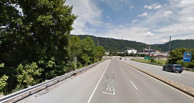 Diez testigos observaron el tamaño de un campo de fútbol objeto de tres moviéndose en silencio a una altitud entre 300 y 500 pies. En la foto: Marmet, West Virginia. (Crédito: Google)
