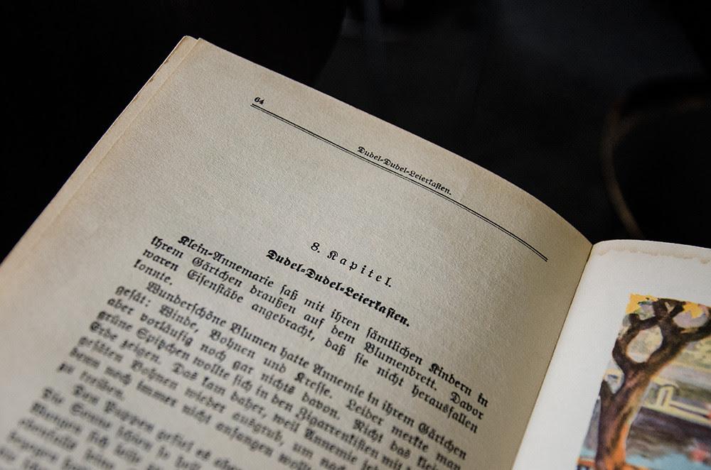 Else Ury reading