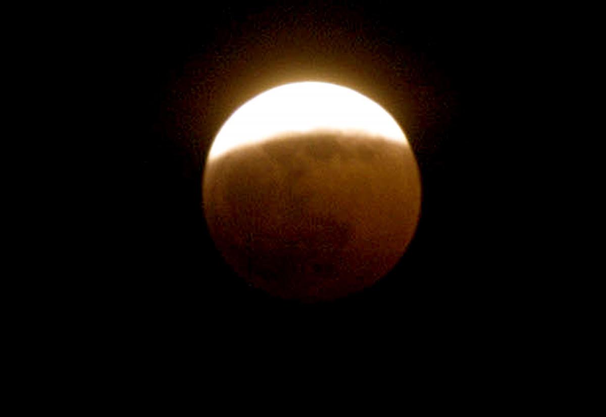 Παλαιότερο στιγμιότυπο από έκλειψη σελήνης / Φωτογραφία αρχείου: Eurokinissi