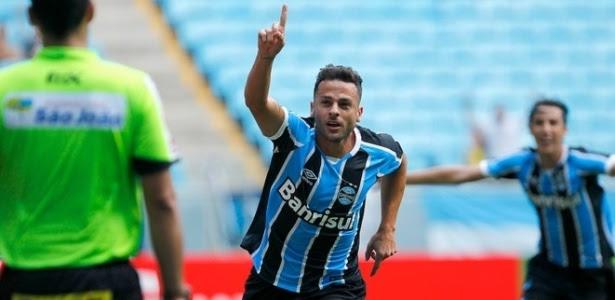 Bobô comemora gol do Grêmio em vitória contra o Novo Hamburgo