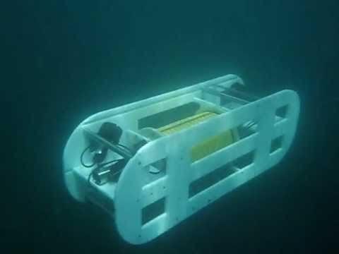 Submarino construido por estudiantes USFQ se prueba exitosamente en aguas abiertas en Manabí