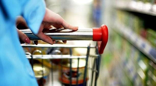 Supermercado, carrito, mujer