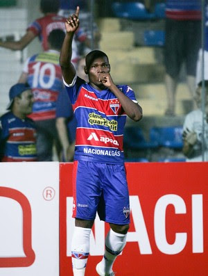 Lúcio Maranhão comemora primeiro gol com a camisa Tricolor (Foto: Kiko Silva/ Agência Diário)