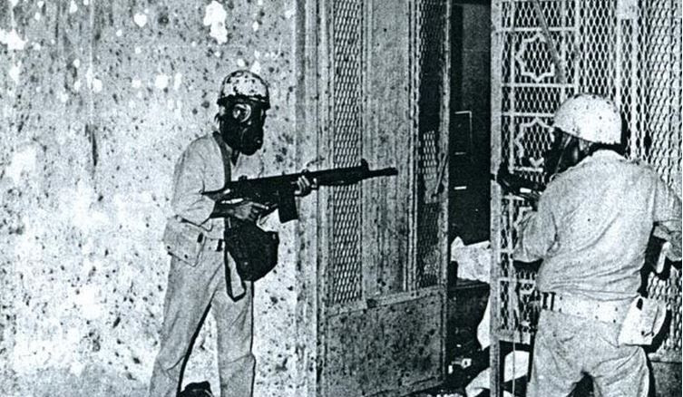 L'assaut dans les sous-sols de la Grande Mosquée par les commandos saoudiens