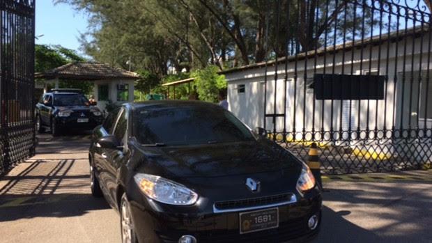 Polícia Federal deixa condomínio onde mora o presidente da Câmara, Eduardo Cunha (PMDB-RJ), no Rio de Janeiro (Foto: Matheus Rodrigues/G1)