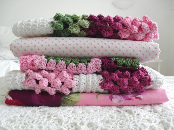 Crochet.  blanket and pillows (9) (700x525, 109Kb)
