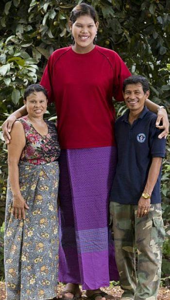 Malee Duangdee, a jovem mais alta do mundo 01