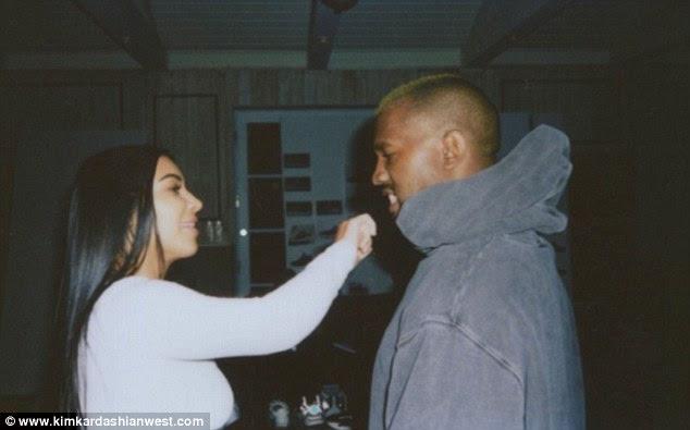 Tenho o nariz!  Kim parecia estar em um humor brincalhão, tomando pequenos golpes em seu marido