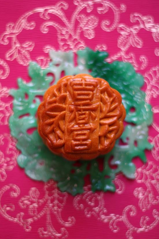 Shangri-la KL's Lotus Paste mooncake