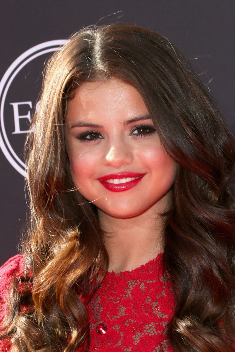 Selena-Gomez- at-2013-ESPY-Awards-in-Los-Angeles-Pictures-Image-1
