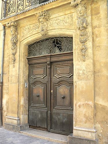 porte de l'hôtel de Gassier.jpg