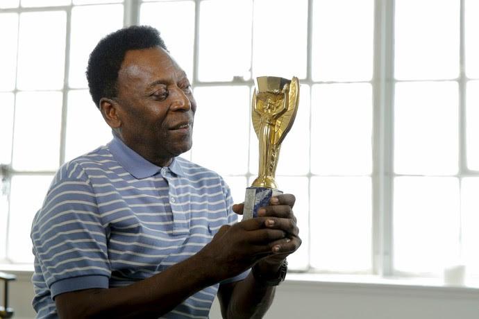 Itens a leilão de Pelé (Foto: Reuters)