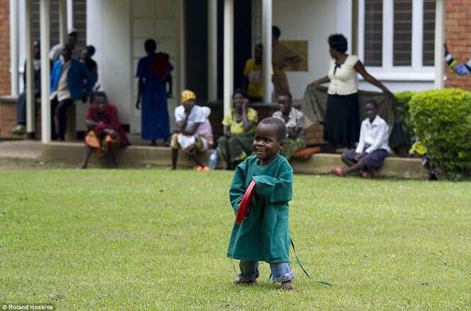 Vídeo comovente mostra momento em que menino cego vê pela primeira vez