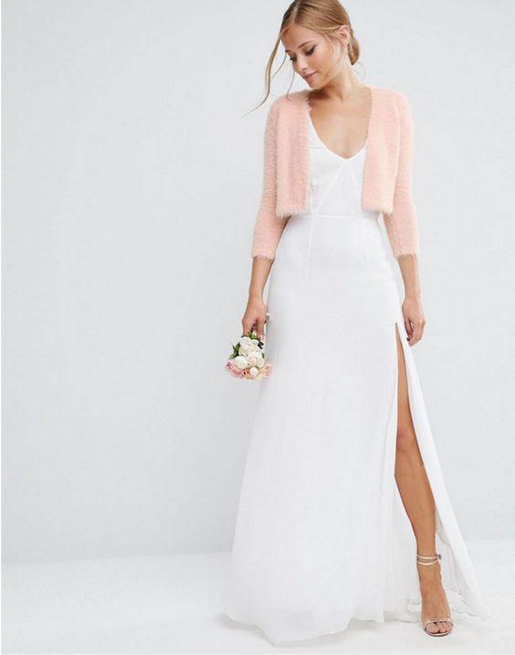 eine flauschige rosa cropped cardigan mit Halbarm für einen romantischen look