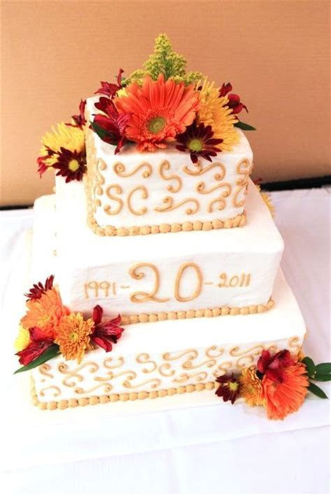 The 20th Anniversary cake would make a pretty wedding cake