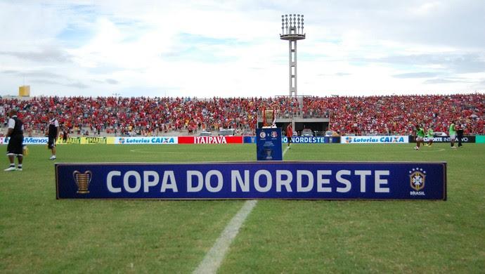 Torcida do Campinense, Amigão, final, Copa do Nordeste (Foto: Hevilla Wanderley / GloboEsporte.com)