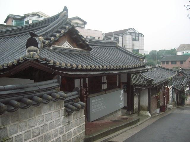 Il villaggio di case tradizionali coreane a bukchon for Case tradizionali