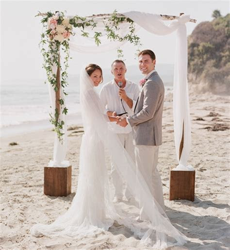 HELP! How much does this wedding arch cost??   Weddingbee