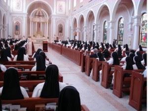 Jovens querem vida religiosa séria e tradicional