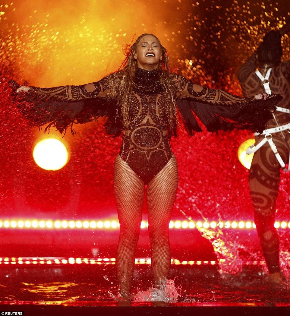 Surpresa!  Beyonce começou 2016 BET Awards com uma performance da Liberdade realizada no Microsoft Theater em Los Angeles