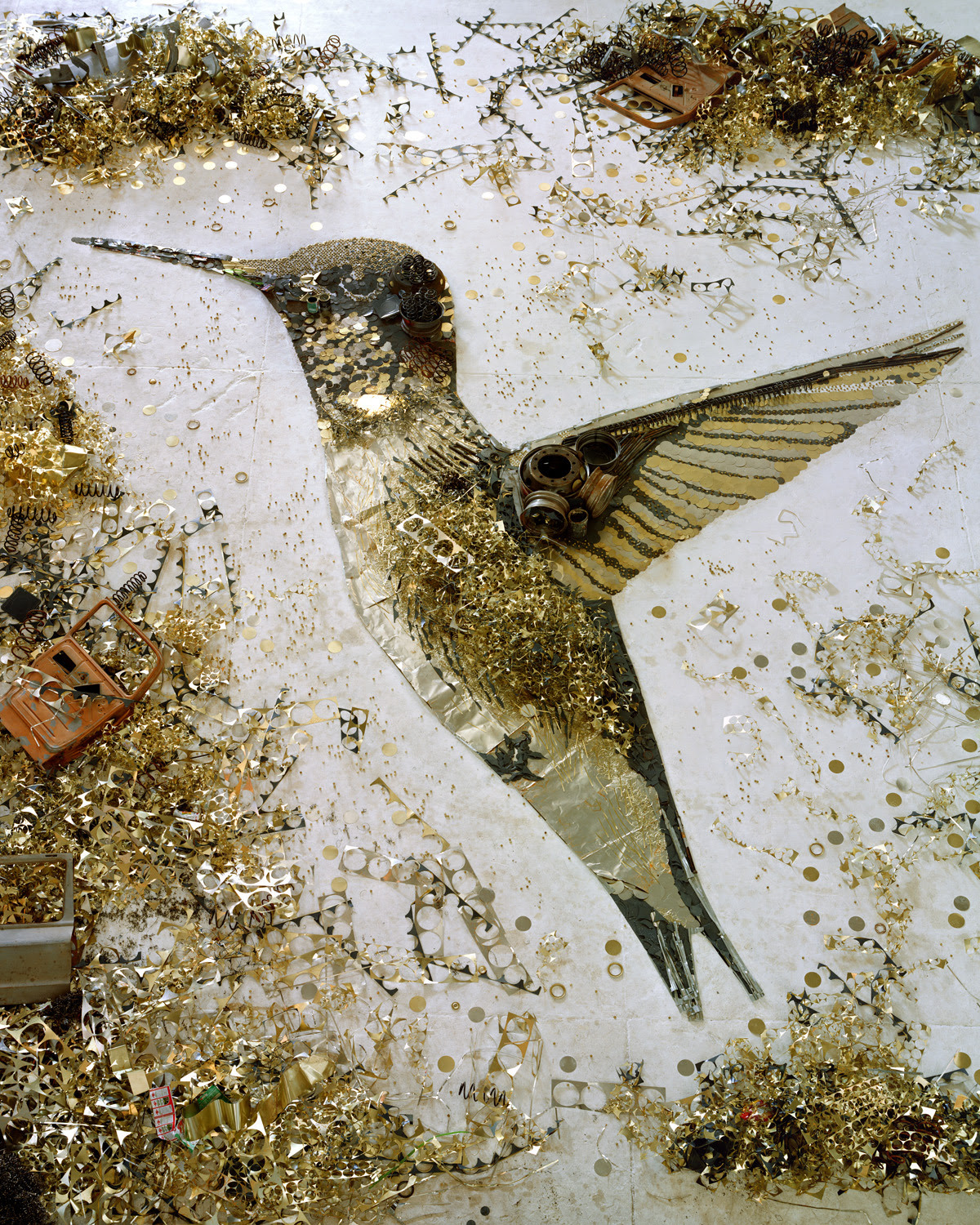 "plurdledgabbleblotchits:  ""Brazilian artist Vik Muniz is well-known for his artwork using recycled garbage."" (a scrap metal hummingbird)"