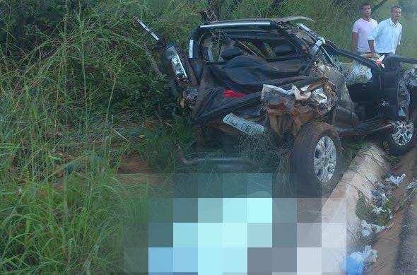 O veículo ficou totalmente destruído / Foto: SeteLagoas.com.br
